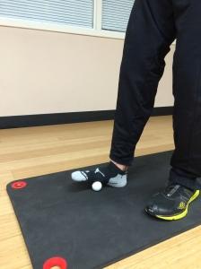 Tennis/golf ball foot roll